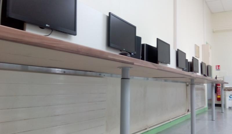 reportage une autre mani re d organiser une salle informatique intendancezone. Black Bedroom Furniture Sets. Home Design Ideas